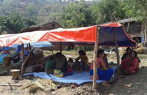 Nepal chia rẽ, cứu trợ trì trệ - ảnh 2