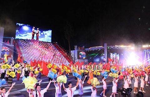Ca nhạc, pháo hoa mừng Đất nước trọn niềm vui - ảnh 1