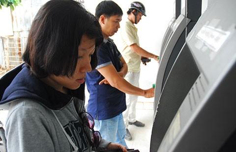 Lại lo ATM tăng phí  - ảnh 1