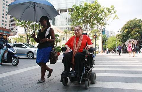 Phố đi bộ Nguyễn Huệ của người khuyết tật  - ảnh 1