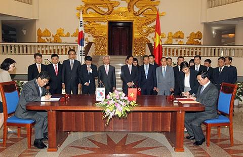 Việt Nam-Hàn Quốc ký kết Hiệp định Thương mại tự do - ảnh 1
