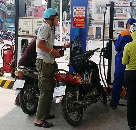 Tăng hay ghìm giá xăng dầu? - ảnh 1