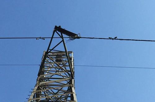 Sà lan làm đứt dây dẫn, 10 huyện miền Tây mất điện - ảnh 1