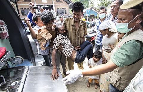 Indonesia và Malaysia cứu 2.000 người tị nạn - ảnh 1