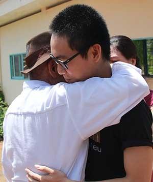 Trả tự do học sinh bị vào trường áp giải đi tù - ảnh 2