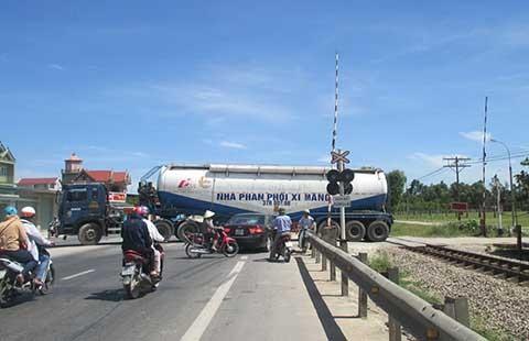 Hiểm họa tai nạn đường ngang - ảnh 2
