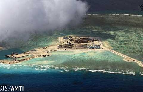 Trung Quốc đưa hai khẩu pháo đến đảo nhân tạo - ảnh 1