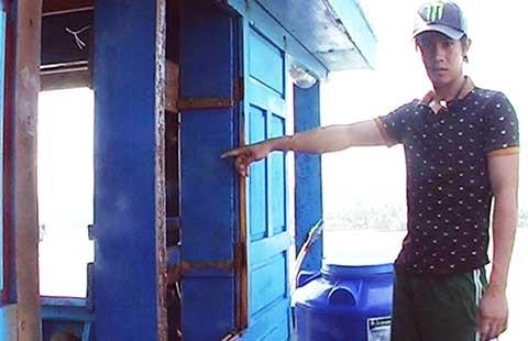 Vụ cảnh sát biển Trung Quốc tấn công tàu cá: Sửa chữa tàu để ra khơi - ảnh 1