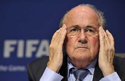 Blatter sẽ 'theo chân' bảy quan chức FIFA bị FBI bắt? - ảnh 1
