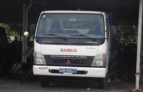 'Trùm mền' xe chở rác y tế tiền tỉ  - ảnh 1