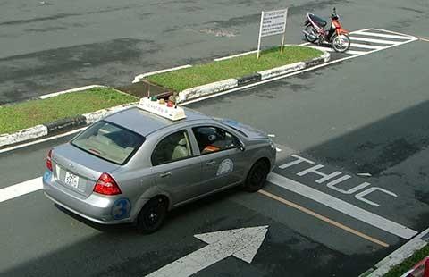 Sửa quy định cấp bằng lái, giảm 'xe điên' - ảnh 1