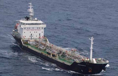 Bám đuổi hải tặc trên tàu chở dầu Malaysia - ảnh 1