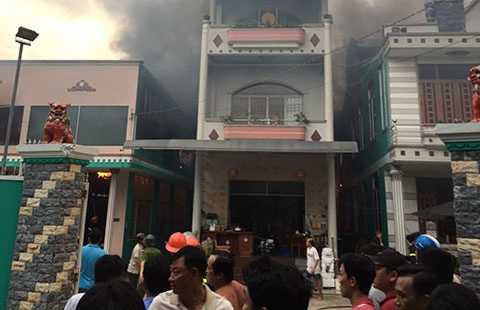 Cháy lớn cơ sở sản xuất tương ớt ở Tiền Giang - ảnh 1