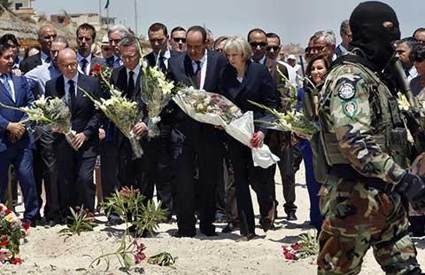 Bốn bộ trưởng đến hiện trường vụ khủng bố - ảnh 1