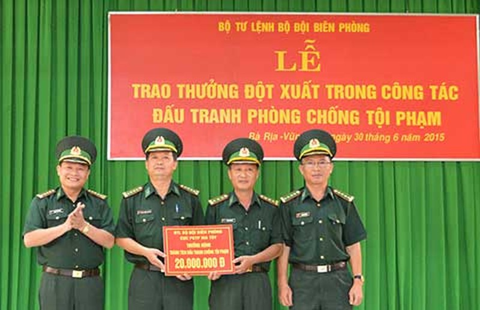 Bộ đội biên phòng được khen thưởng về thành tích chống buôn người - ảnh 1