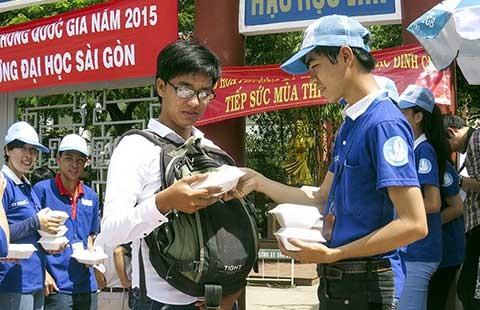 Lòng người Sài Gòn với các sĩ tử - ảnh 1