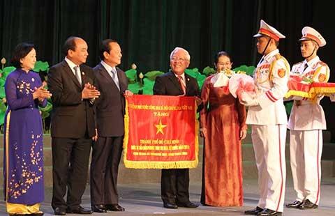 TP.HCM nhận cờ thi đua của Chính phủ - ảnh 1