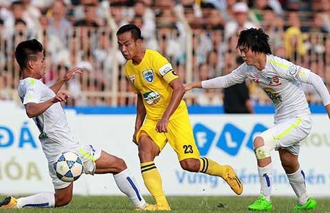 Vòng 15 V-League: Thanh Hóa thắng gây tranh cãi - ảnh 1