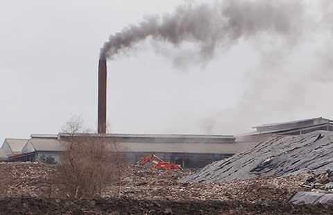 Ô nhiễm nặng ở nhà máy tái chế rác lớn nhất TP.HCM - ảnh 1