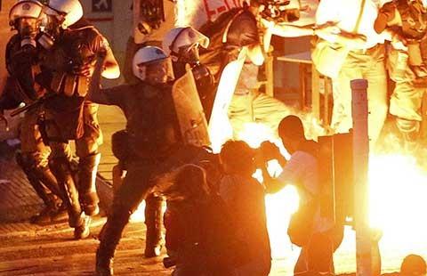 Quốc hội Hy Lạp ủng hộ cải cách để vay tiền - ảnh 1