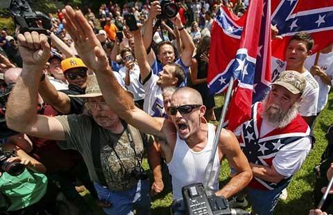 Tổ chức Ku Klux Klan biểu tình  - ảnh 1