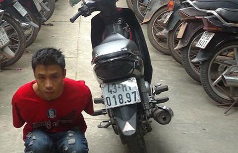 Trộm xe máy bán qua Campuchia đánh bạc - ảnh 1