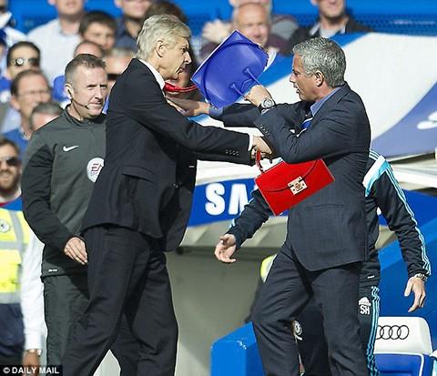 Wenger tìm cách 'đánh' Mourinho - ảnh 1