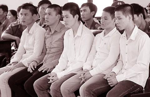 Tội đến 15 năm tù: Phải có luật sư - ảnh 2