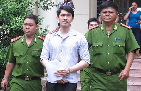 Bốn năm tù vì cướp điện thoại... xem tin  - ảnh 1