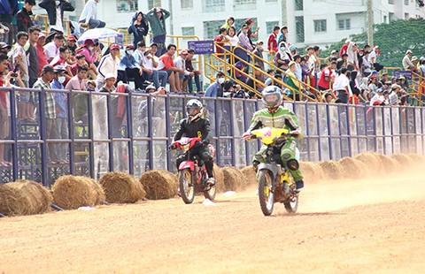 Hồi sinh 'vòng đua đường đất' tại trường đua Phú Thọ - ảnh 1
