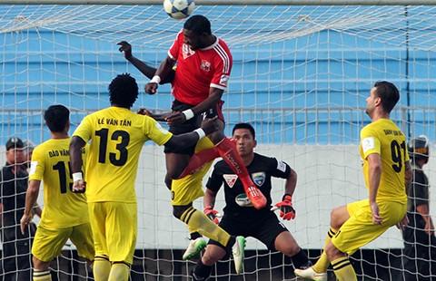 Vấn đề của bóng đá VN: V-League mùa loạn  - ảnh 1