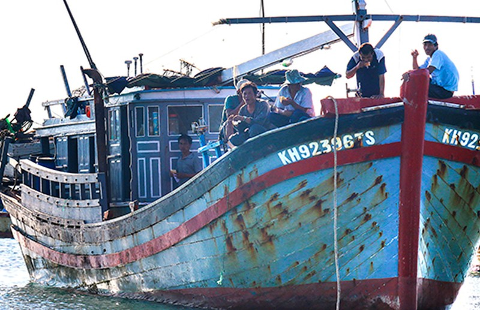 Tàu Trung Quốc lại cướp phá tàu cá ngư dân - ảnh 1