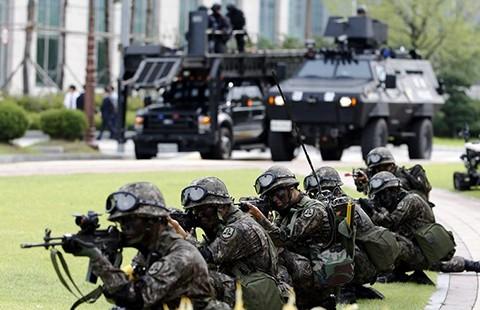 Hàn Quốc diễn tập bắn đạn thật pháo binh  - ảnh 1
