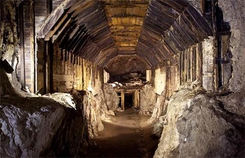 'Cuộc chiến' 300 tấn vàng - ảnh 1