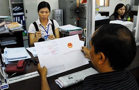 Hạn chế cấp giấy chứng nhận mới để… giảm ùn tắc - ảnh 1