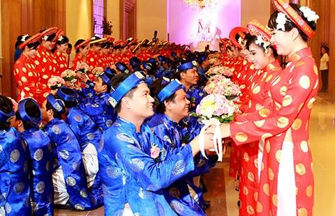 Tổ chức đám cưới cho 100 cặp cô dâu chú rể - ảnh 1