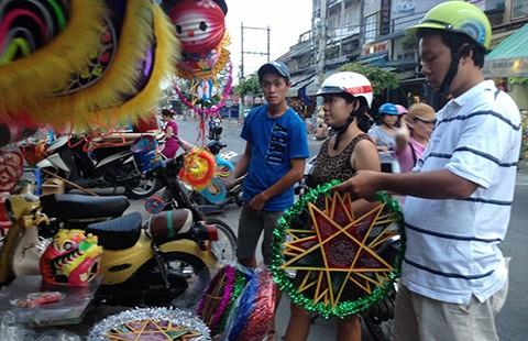 Người dùng quay lưng với lồng đèn Trung Quốc - ảnh 1