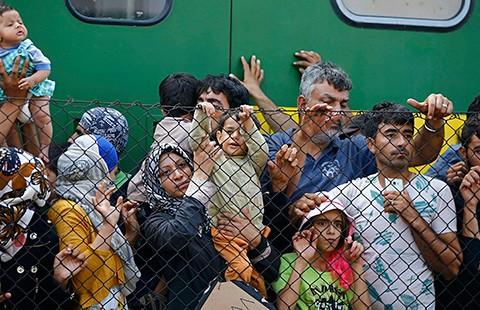 Châu Âu cứu người tị nạn: Khi nhà giàu rơi nước mắt - ảnh 2