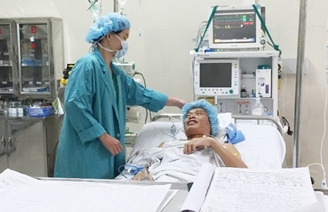 Chuyển tạng từ Nam ra Bắc ghép cho hai bệnh nhân - ảnh 1