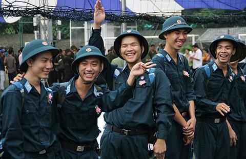 Hàng ngàn thanh niên TP.HCM háo hức lên đường ngập ngũ - ảnh 1
