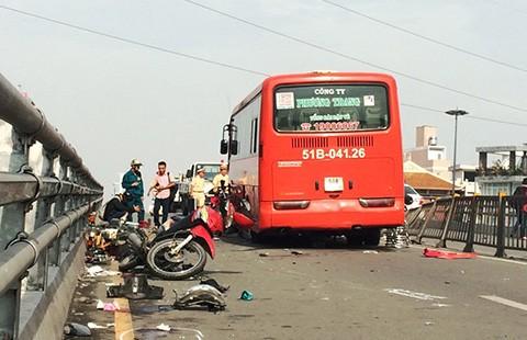 Xe khách gây nạn, tám người bị thương  - ảnh 1