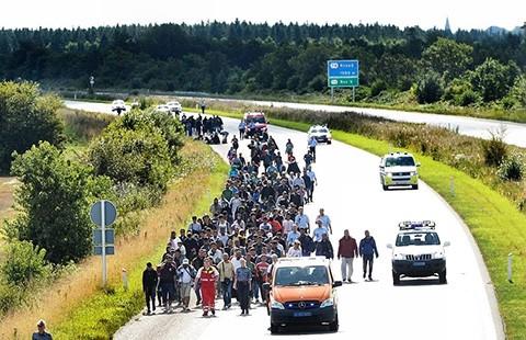 Lại rối loạn đường sắt vì người nhập cư - ảnh 1