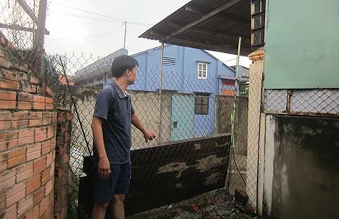 Trần ai khi bị hàng xóm chặn lối đi - ảnh 1
