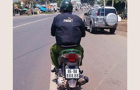 Truy tìm xe máy mang biển số 'khủng' 888.88 - ảnh 1