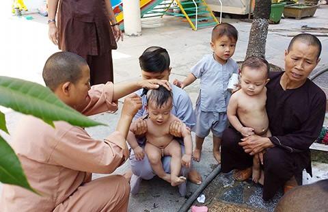 Những đứa trẻ nơi cửa Phật - ảnh 1