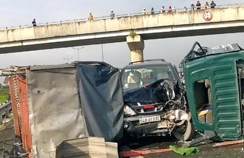 Hai tai nạn trên cao tốc Trung Lương - ảnh 1