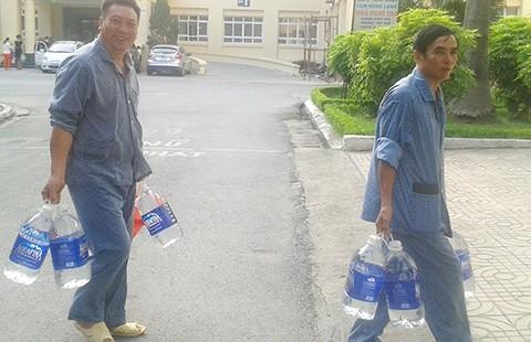 Thiếu nước, nhiều bệnh nhân hoãn mổ - ảnh 1
