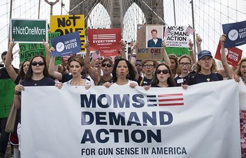 Mỹ: Luật súng rôi như canh hẹ! - ảnh 1