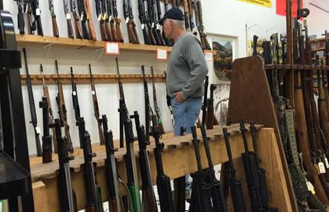 Sở hữu súng ở Mỹ: 'Bệnh ung thư' khó chữa - ảnh 1