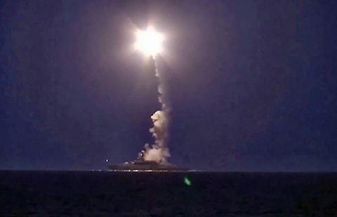Lần đầu tiên Nga bắn tên lửa Kalibr - ảnh 1